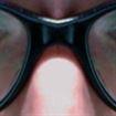 Attenti agli occhi, gli smartphone provocherebbero problemi alla retina.
